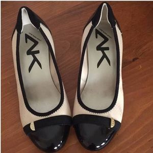 Anne Klein Sport block Two-toned heels. Size:5.5